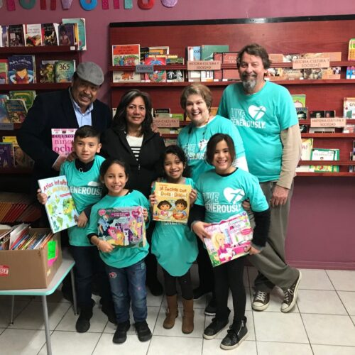 Barb and Fred Worley share books with Piedras Negras school